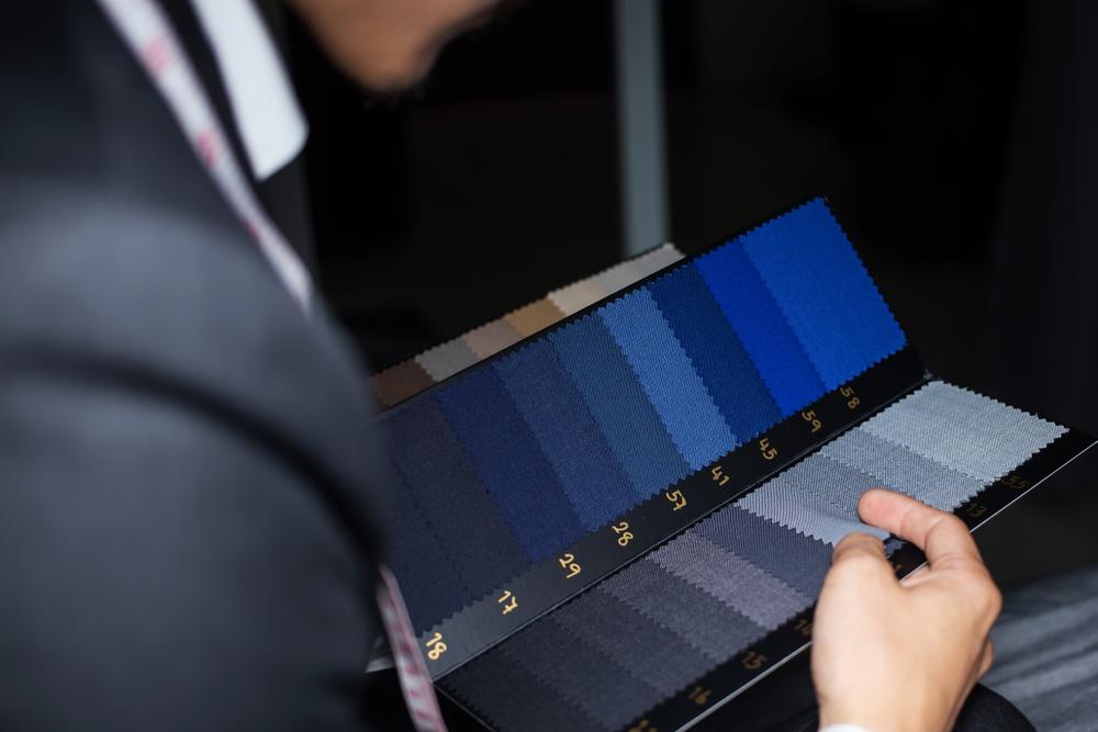 """<span class=""""title"""">スーツの色が与える印象とは?自分に合った色を選ぼう!</span>"""